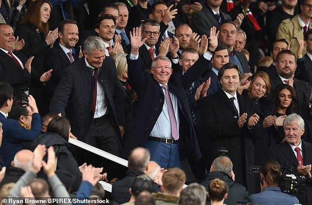 Sir Alex Ferguson day lui bao benh, tran day sinh luc co vu MU tren san Old Trafford hinh anh 2