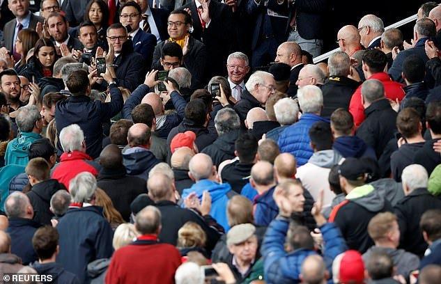 Sir Alex Ferguson day lui bao benh, tran day sinh luc co vu MU tren san Old Trafford hinh anh 1
