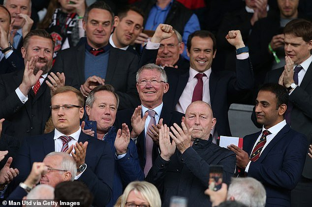 Sir Alex Ferguson day lui bao benh, tran day sinh luc co vu MU tren san Old Trafford hinh anh 4