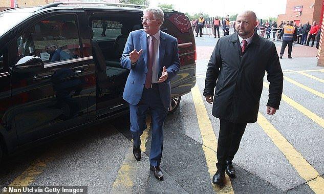 Sir Alex Ferguson day lui bao benh, tran day sinh luc co vu MU tren san Old Trafford hinh anh 5