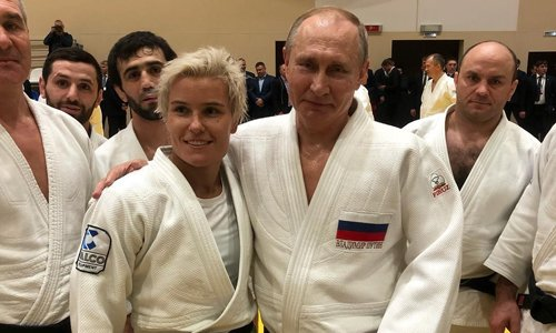 Nu vo si judo Nga cam thay vinh du khi quat nga Putin hinh anh 1