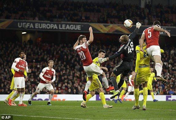 Vong 1/16 Europa League: Cap trung ve lap cong dua Arsenal di tiep hinh anh 2