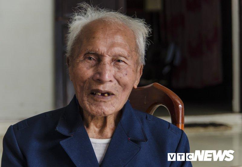 Ngac nhien ve nguoi Bo Lo o Viet Nam: Lung cong, co rut, chan ngan, tay dai... hinh anh 3