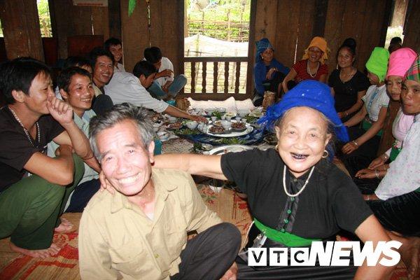 Ky luc khong tin noi cua nguoi dan ba co 100 con, chau o Yen Bai hinh anh 1