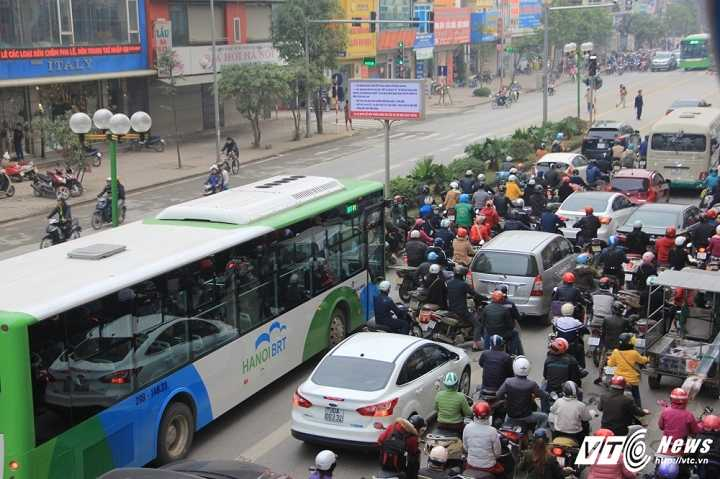 Mot so hang taxi co the chay tren tuyen buyt nhanh BRT hinh anh 1