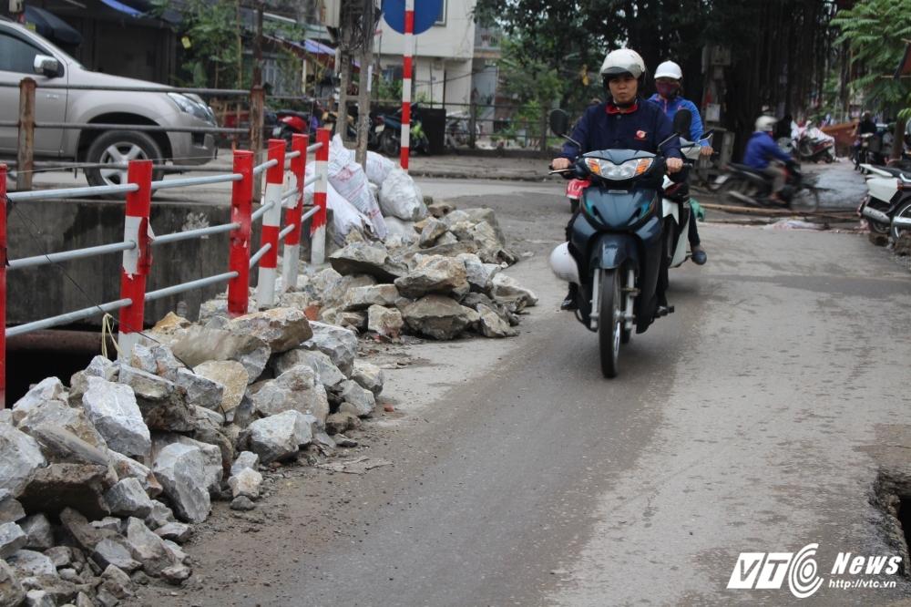 Dep 'cuop' via he: Hang tan phe thai xay dung 'giang bay' nguoi di duong hinh anh 14