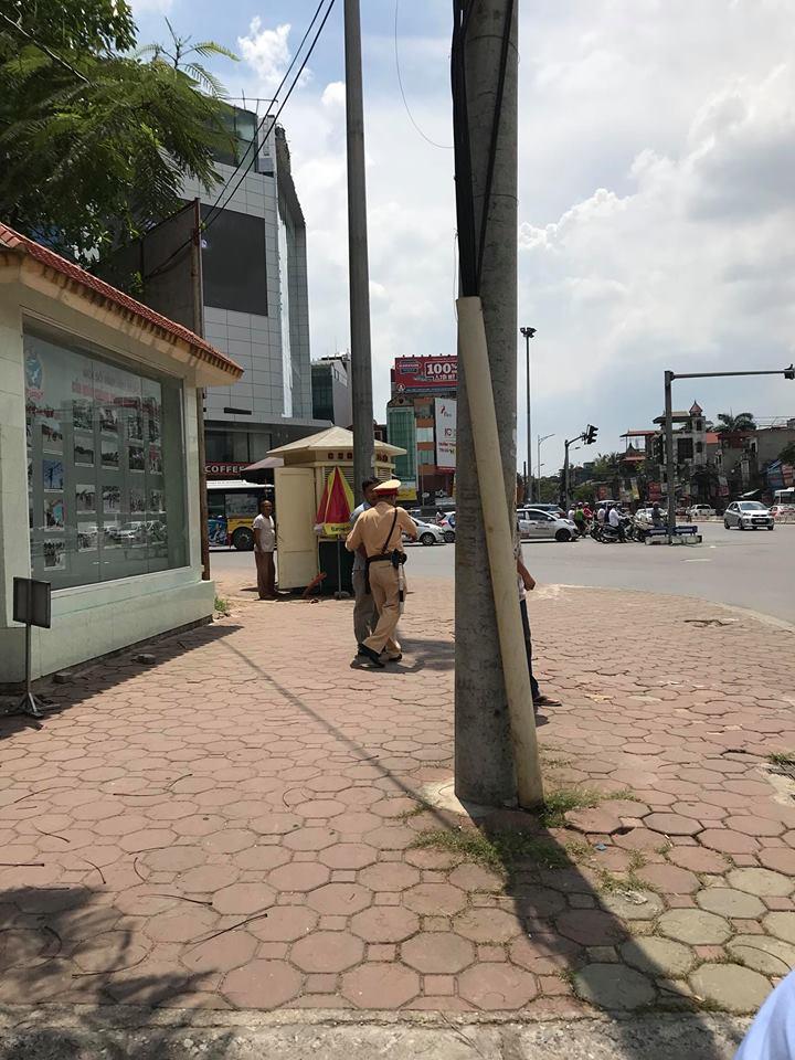 Nghi van tai xe vi pham bi lai xe cau hanh hung truoc mat CSGT: Lanh dao don vi noi gi? hinh anh 1