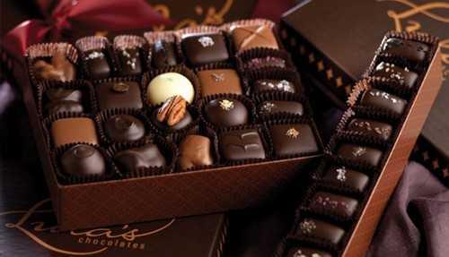 Qua tang Valentine: Hoa hong 10 trieu dong, chocolate 2 trieu dong hinh anh 1