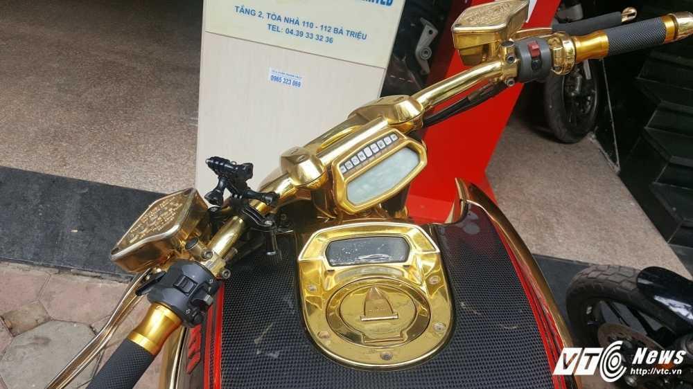 Sieu xe Ducati Diavel ma vang 'long lanh' dao pho Ha Noi hinh anh 4