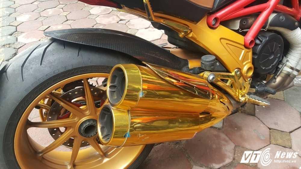 Sieu xe Ducati Diavel ma vang 'long lanh' dao pho Ha Noi hinh anh 7