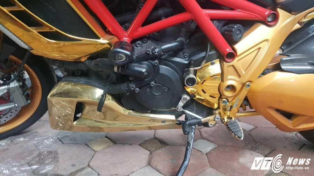 Sieu xe Ducati Diavel ma vang 'long lanh' dao pho Ha Noi hinh anh 12