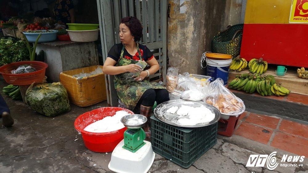 Tet Han thuc 2017: Ban banh troi, banh chay lai 2 trieu dong moi ngay hinh anh 3