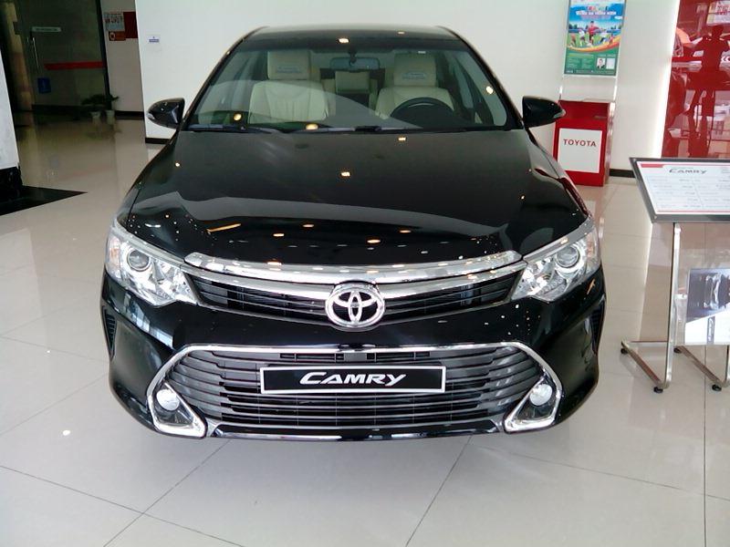 Toyota Camry giam toi 55 trieu dong, co nen mua hay khong? hinh anh 1