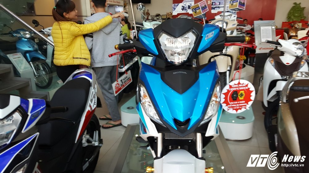 Yamaha Exciter 'dai chien' Honda Winner trong cuoc dua giam gia hinh anh 2