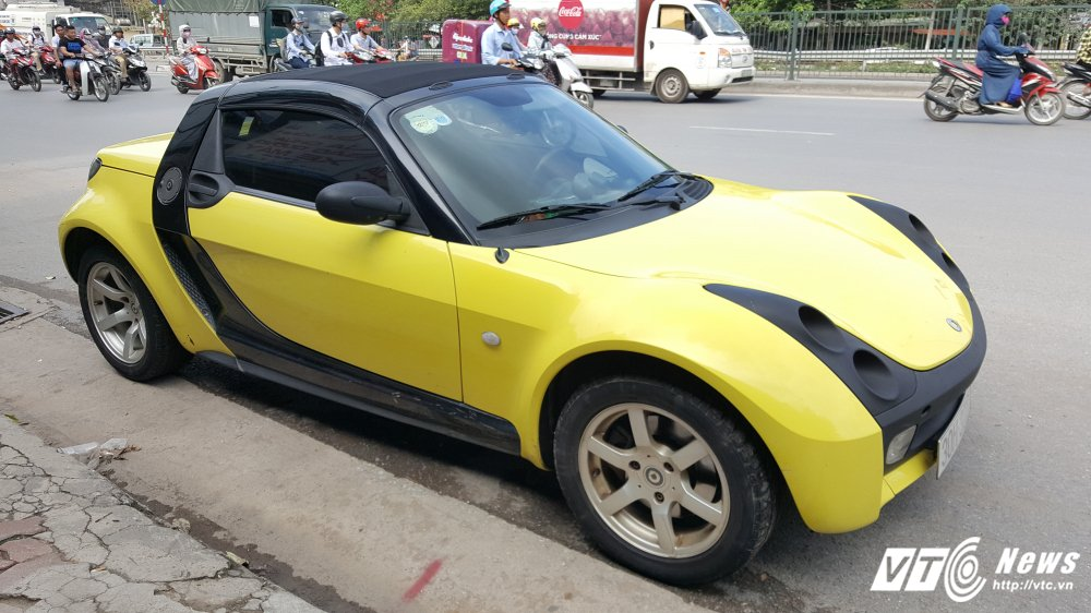 'Cua hiem' Smart Roadster gia 340 trieu dong: Ti hon nhu o to mo hinh hinh anh 1