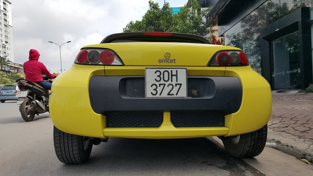 'Cua hiem' Smart Roadster gia 340 trieu dong: Ti hon nhu o to mo hinh hinh anh 7