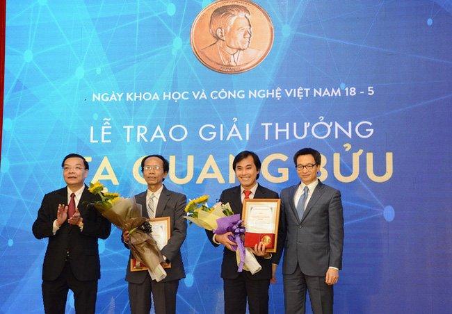 Lan dau tien, giai thuong Ta Quang Buu duoc trao cho hai nha khoa hoc ngoai Ha Noi hinh anh 1