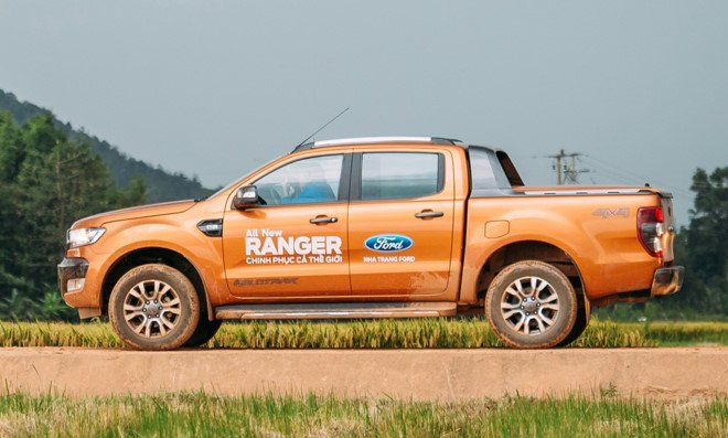 Ford Ranger bat ngo ra mat phien ban Wildtrak 2.2L, gia tu 837 trieu dong hinh anh 1