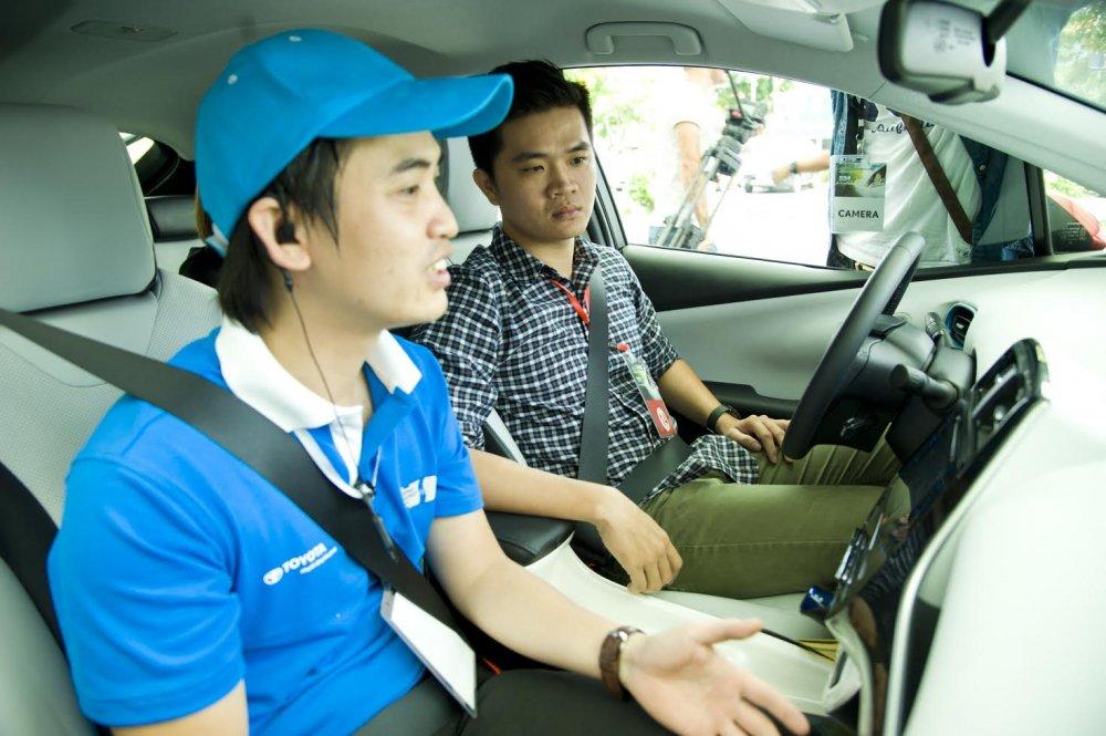 Toyota gioi thieu cong nghe Hybird tiet kiem xang tai Viet Nam hinh anh 3