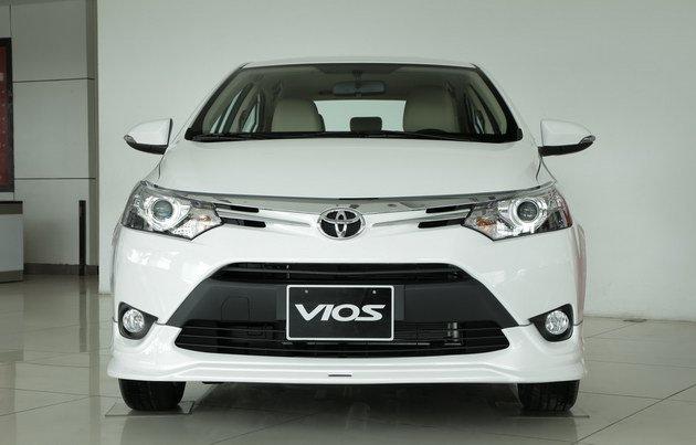 Bat chap lenh trieu hoi, Toyota giam gia manh hai mau Vios va Innova trong thang co hon hinh anh 1