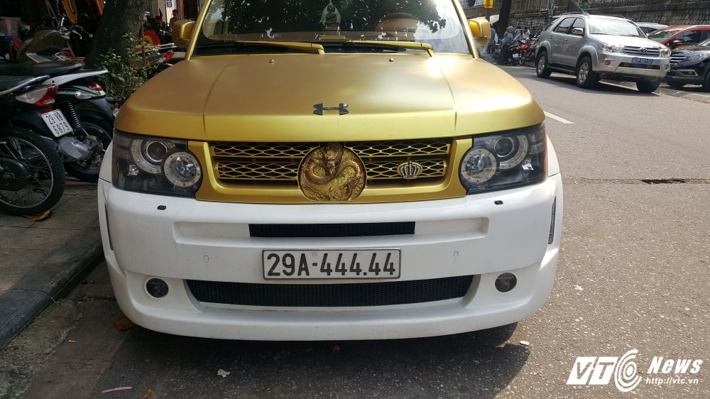 Can canh sieu xe Range Rover hinh rong bien 'ngu tu' o Ha Noi hinh anh 2