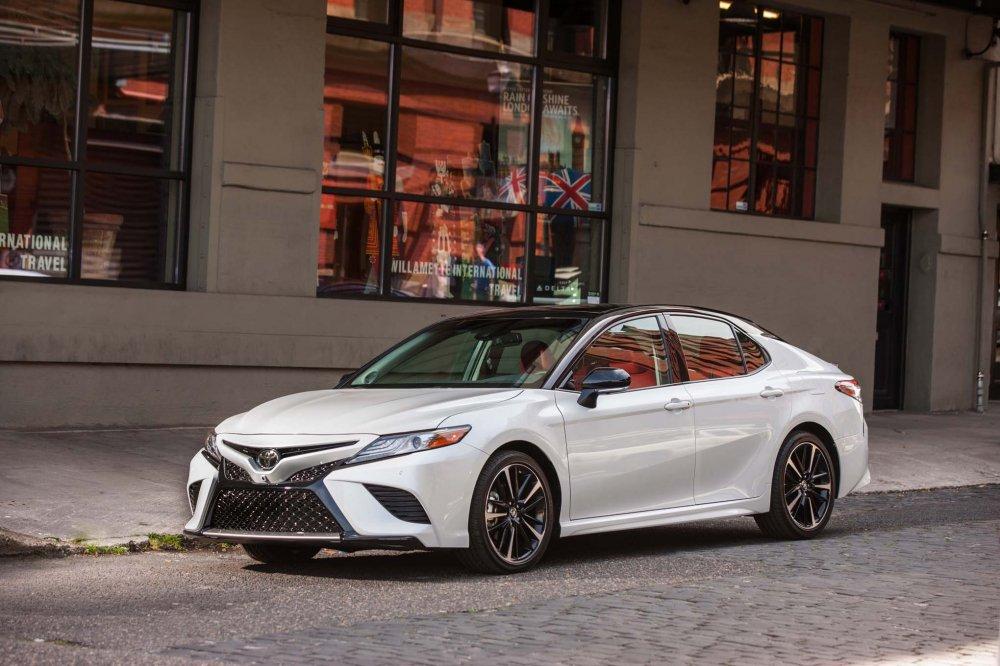 Toyota ra mat Camry 2018 voi gia re toi kho tin, chi 476 trieu dong hinh anh 1