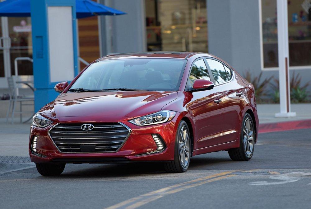 Hyundai Elantra giam 'soc' thang 12, toi 80 trieu dong hinh anh 1