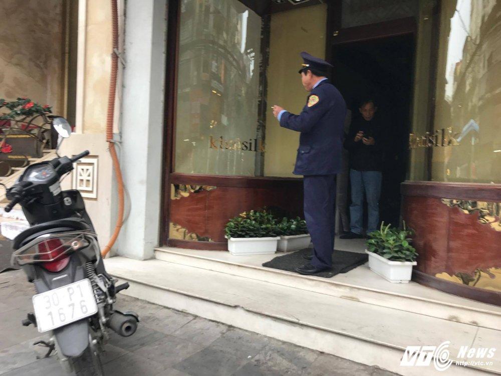 De nghi truy to vu Khaisilk: Cua hang Khaisilk 113 Hang Gai gio chi con cai vo hinh anh 3