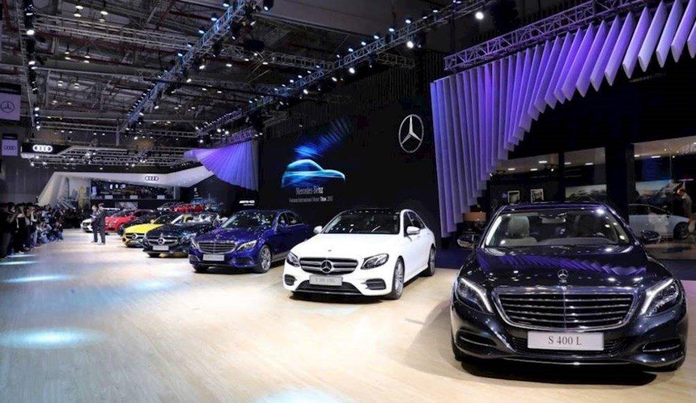 O to hang sang tai Viet Nam: Lexus gap kho, Mercedes-Benz thang hoa hinh anh 2