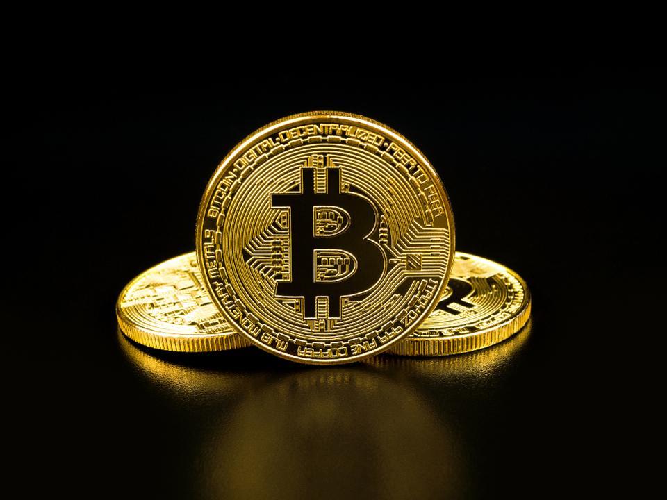 Duoi con dien loan, gia tri bitcoin duoc dinh gia bang 0 USD hinh anh 1