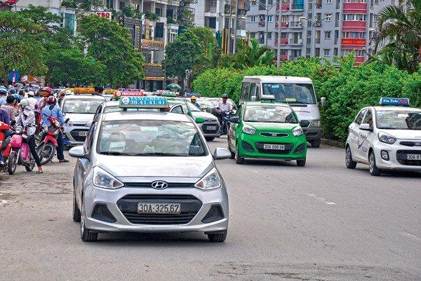Chanh choe nhu Uber, Grab va Taxi ngay mua ret: Tang cuoc gap doi, 'goi tram cuoc khong bat duoc xe' hinh anh 1