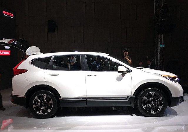 Honda bat ngo tang gia mau SUV CR-V 7 cho them 150 trieu dong hinh anh 2