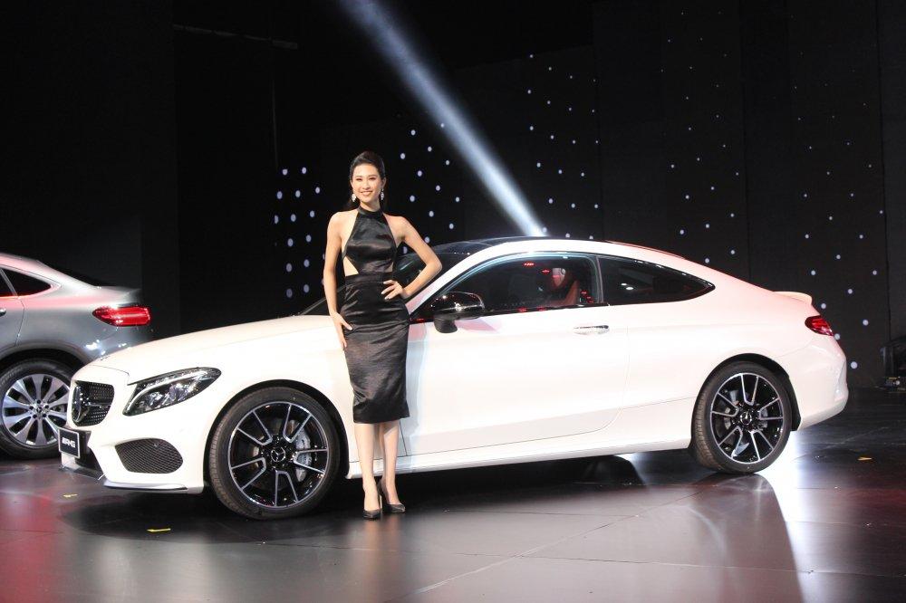 Vuot mat hang loat ten tuoi, Mercedes-Benz vung ngoi so 1 xe sang the gioi hinh anh 2