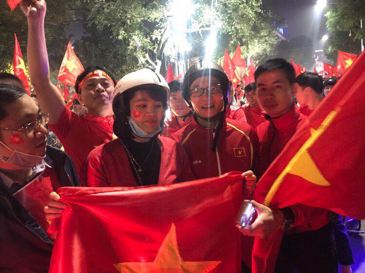 Pho Thu tuong Vu Duc Dam chay xe may co vu chien thang U23 Viet Nam hinh anh 4