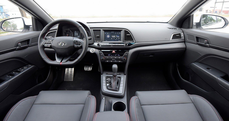 Hyundai cong bo Elantra Sport 2018 're giat minh', gia 729 trieu dong hinh anh 2