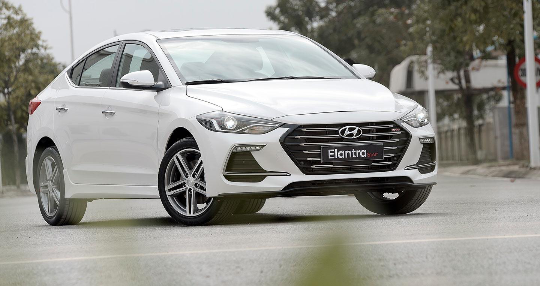 Hyundai cong bo Elantra Sport 2018 're giat minh', gia 729 trieu dong hinh anh 1