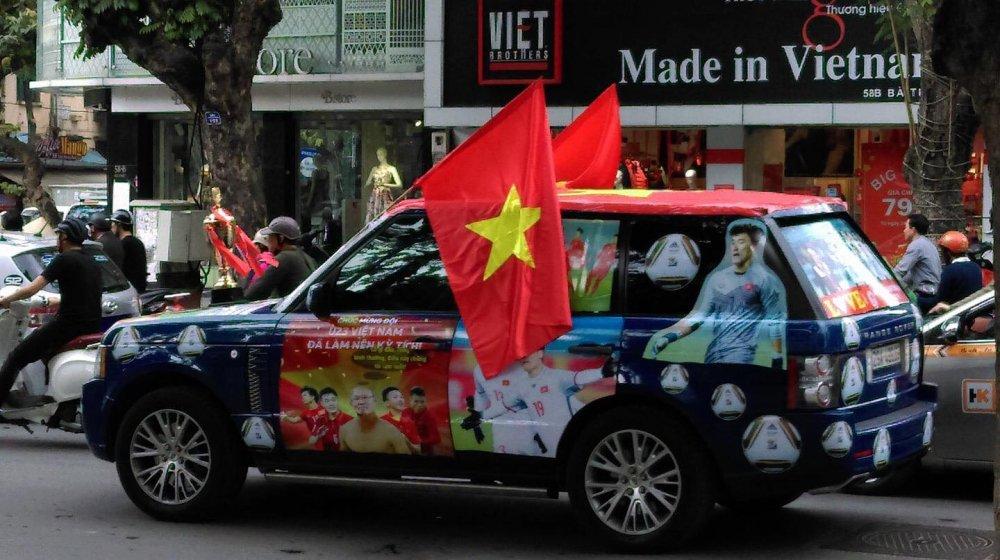 Fan cuong dua nhau do xe co vu U23 Viet Nam trong tran chung ket hinh anh 3