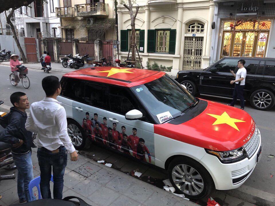 Fan cuong dua nhau do xe co vu U23 Viet Nam trong tran chung ket hinh anh 7