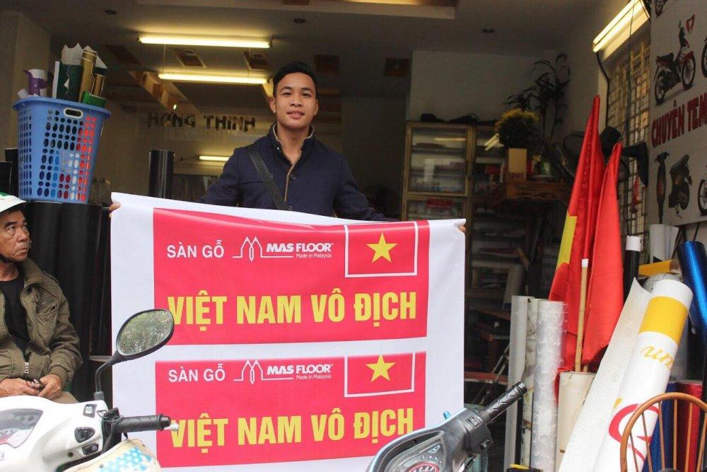 Fan cuong dua nhau do xe co vu U23 Viet Nam trong tran chung ket hinh anh 12