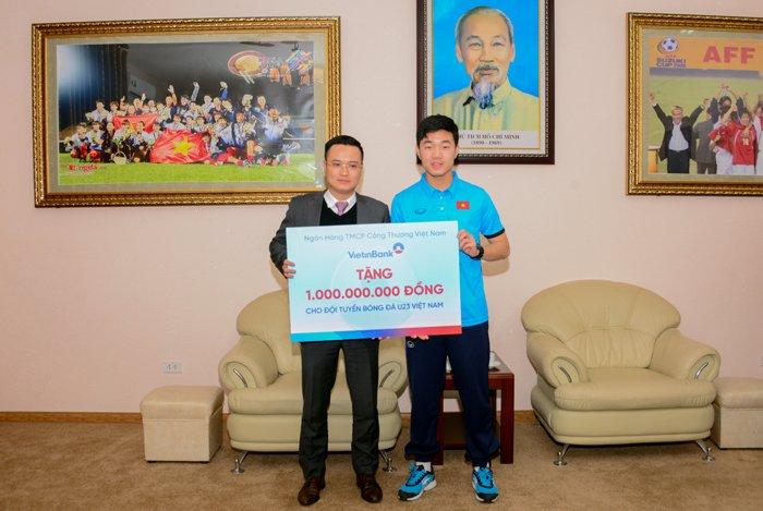 Hang loat doanh nghiep thuong cong khai cho U23 Viet Nam hinh anh 2