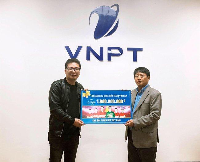 Hang loat doanh nghiep thuong cong khai cho U23 Viet Nam hinh anh 3
