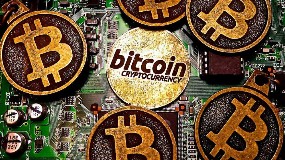Gia Bitcoin hom nay 3/2: Ngay tan cua tien ao, gia tri roi xuong nguong 7.000 USD hinh anh 1