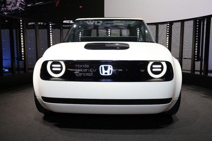 Honda cho phep dat hang truoc mau xe dien 'ky quac' Urban EV vao dau nam sau hinh anh 2