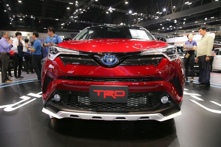 Can canh Toyota C-HR TRD 'dep va chat', gia ban 984 trieu dong hinh anh 1