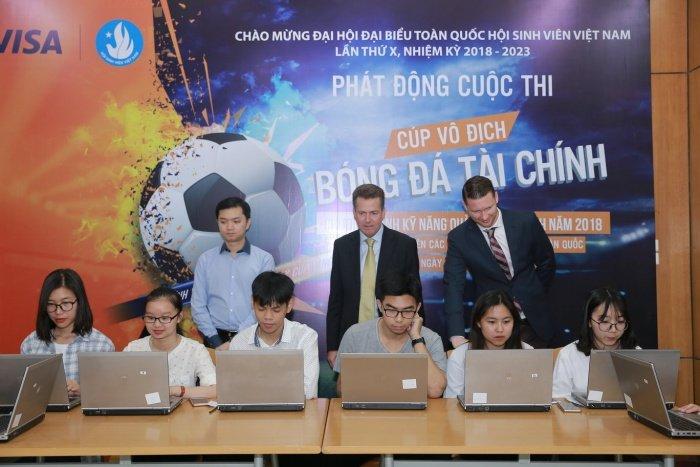 Sinh vien tham gia 'Bong da tai chinh online' gianh giai thuong 39 trieu dong hinh anh 1