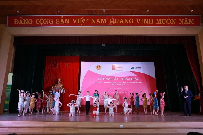 Hai thi sinh cung co thanh tich cao nhat cuoc thi Olympic Tieng Anh tieu hoc hinh anh 7