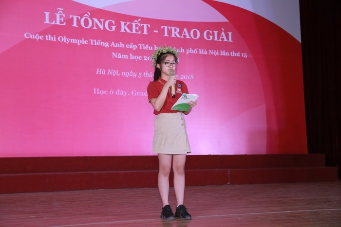 Hai thi sinh cung co thanh tich cao nhat cuoc thi Olympic Tieng Anh tieu hoc hinh anh 2