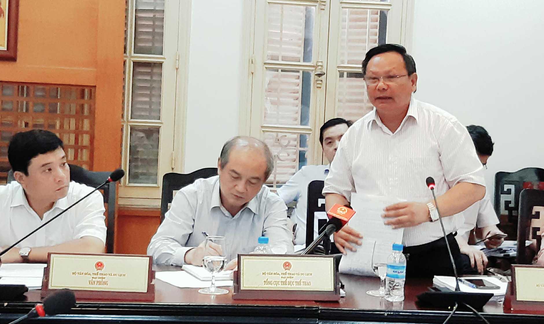 Khach Trung Quoc mac ao in luoi bo: 'Khong de su co nho anh huong dai cuc' hinh anh 2