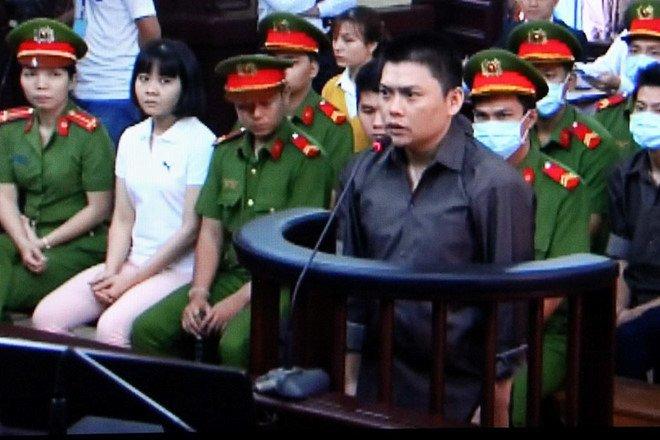 Xu phuc tham nhom phan dong dung bom xang khung bo san bay Tan Son Nhat hinh anh 2
