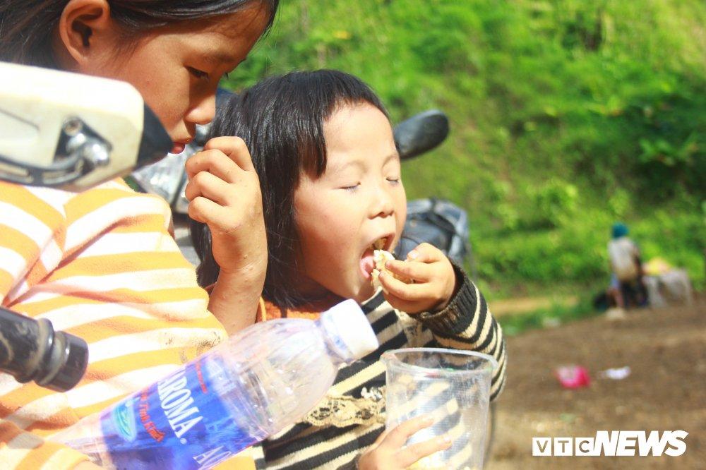 Nhan chung ke phut thoat chet than ky khi ca ban bi vui lap trong bun dat o Lai Chau hinh anh 6